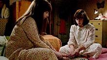 《招魂2》片段:姐妹试玩通灵板不料怪事连连