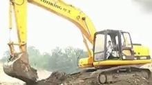 """""""麻麻""""说挖掘机技术要从小练起"""