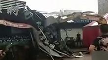 光天化日 超市用挖土机铲平咖啡店