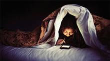 杭州:熬夜玩手机 突发脑中风