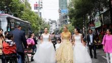 黄金婚纱亮相 9.999公斤价值500万