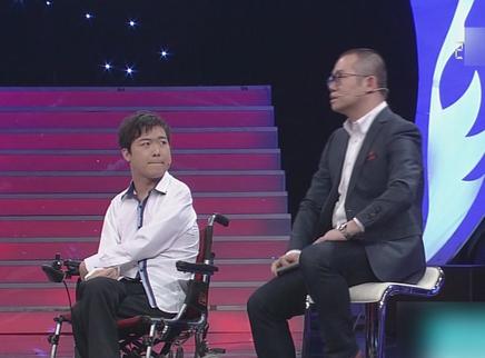 小伙身体残疾通过绘画改变生活