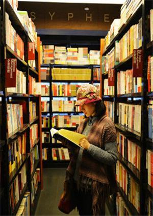 你还在线上买书?当当网首家实体书店开进长沙 各式书店亮相引人注目