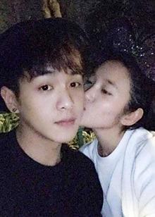 <B>张若昀</B>唐艺昕公开恋情!秀恩爱的方式甜炸了!