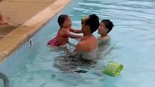 求萌娃的心里阴影面积 有多少人是这样学游泳的