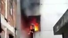 """""""残忍的42秒视频""""背后:男子不幸被大火吞噬 却被拍成视频发到网上"""