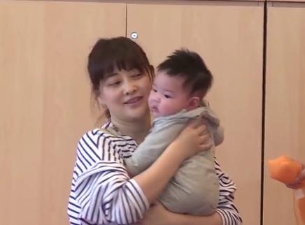 梅婷带娃全记录20160802期:梅婷亲子课上大方传授育儿经 妈妈们的呵护宝宝时间
