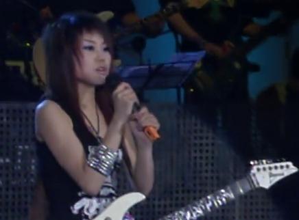 2005超级女声长沙唱区10进7晋级赛:火热女孩黄景诠释摇滚态度嗨翻全场