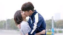 高甜篇:云朵答应做一白女朋友,一白又抱又<B>吻</B>乐疯了
