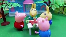 【<B>小猪</B><B>佩奇</B>玩具秀】<B>佩奇</B>给乔治做创意大餐