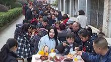 """辰溪:小区""""百人宴"""" 邻里和谐过大年"""