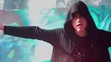 张杰雨中献唱《变5》片尾曲《Torches》 感受下杰哥的live水平