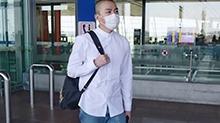 俞灏明光头造型有点帅  口罩遮脸难掩青春气息