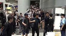 <B>EXO</B>凌晨抵港500粉丝接机  拥挤混乱数人跌倒