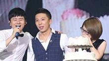 超感动!<B>张杰</B>演唱会嗨唱兼证婚 助理获男友求婚当场泪崩