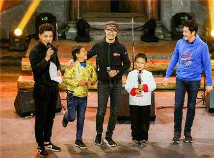 让世界听见20171217期:汪峰蔡国庆首次同台切磋 合唱团获雷佳邀约参加国际赛事