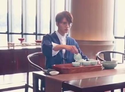 新版《流星花园》曝杀青特辑,回顾全员拍摄经历,吴希泽喝茶好认真