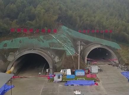 长益高速复线乌山隧道双向贯通