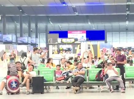长沙火车南站:15日午后客流激增