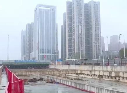 地铁6号线河西段车站主体封顶