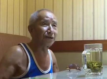八十岁爹爹和四十岁女人的地下恋情曝光