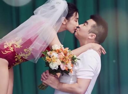 第26期:梁超何雯娜蹦床婚纱照