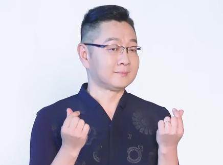 张绍刚花式比心 阿朵气场全开
